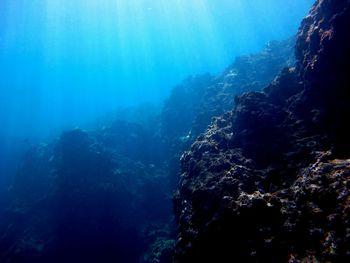 青の洞窟 入り口に差し込む太陽光
